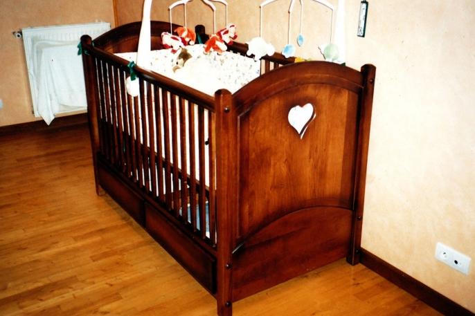 Lit rustique pour bébé